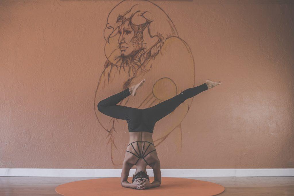 benefici dello yoga yoga position woman