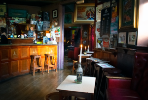 oldest pubs in Cork the oval inside